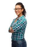 Muchacha afroamericana sonriente en lentes Foto de archivo libre de regalías