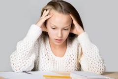 Muchacha agotada de estudiar Fotografía de archivo libre de regalías