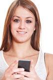 Muchacha agradable que usa el teléfono elegante Imagenes de archivo