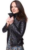 Muchacha agradable sonriente en vestido con la chaqueta de cuero Imágenes de archivo libres de regalías