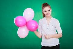 Muchacha alegre adolescente que juega con los globos coloridos Fotos de archivo libres de regalías