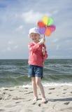 Muchacha alegre con el pinwheel Foto de archivo