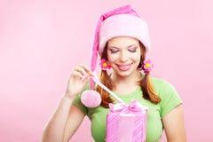 Muchacha alegre con el regalo Imagen de archivo libre de regalías