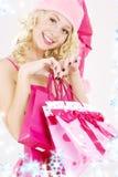 Muchacha alegre del ayudante de santa con los bolsos de compras Fotografía de archivo