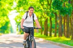 Muchacha alegre en una bicicleta Fotografía de archivo libre de regalías