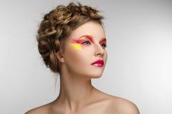 Muchacha amarilla roja de la belleza del maquillaje Fotografía de archivo libre de regalías