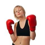 Muchacha apta en guantes de boxeo rojos Fotos de archivo libres de regalías