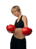 Muchacha apta en guantes de boxeo rojos Foto de archivo