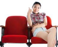 Muchacha asiática atractiva 20s en el fondo del blanco del aislante del teatro Fotografía de archivo