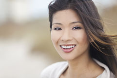 Muchacha asiática china hermosa de la mujer joven Foto de archivo libre de regalías