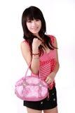 Muchacha asiática con el bolso rosado Fotografía de archivo