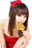 Muchacha asiática con el caramelo dulce Foto de archivo