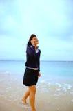 Muchacha asiática con el teléfono celular Fotos de archivo libres de regalías