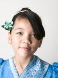 Muchacha asiática con la flor de Origami Imagen de archivo libre de regalías