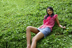Muchacha asiática con la mini falda Imagen de archivo libre de regalías