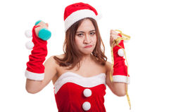 Muchacha asiática de Santa Claus de la Navidad con la cinta métrica y el dumbbel Fotos de archivo
