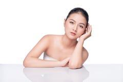 Muchacha asiática del modelo hermoso del balneario con la piel limpia fresca perfecta Imagen de archivo