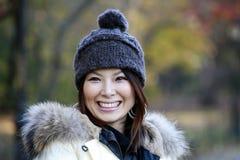 Muchacha asiática en Central Park Foto de archivo