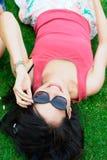 Muchacha asiática feliz en el parque Fotos de archivo libres de regalías