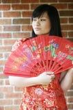 Muchacha asiática hermosa con un ventilador Imágenes de archivo libres de regalías
