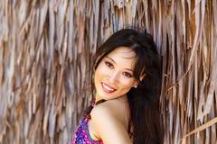 Muchacha asiática hermosa joven del retrato del primer delante de HU imagen de archivo