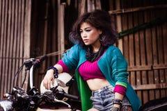 Muchacha asiática joven atractiva Imágenes de archivo libres de regalías
