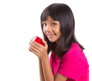Muchacha asiática joven con la taza roja VIII Foto de archivo libre de regalías