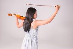 Muchacha asiática joven que toca el violín Imagen de archivo libre de regalías