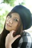 Muchacha asiática linda que mira el espectador Fotografía de archivo