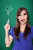 ¡Muchacha asiática que tiene gran idea! Imagen de archivo libre de regalías