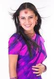 Muchacha asiática sonriente con la sari Foto de archivo libre de regalías