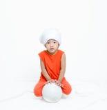 Muchacha asiática y fútbol fotografía de archivo libre de regalías