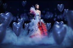 Muchacha asombrosa con los corazones Imagen de archivo