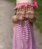 Muchacha asustada de extranjero Foto de archivo libre de regalías