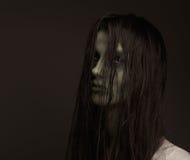 Muchacha asustadiza del zombi Fotos de archivo libres de regalías