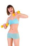 Muchacha atlética con pesas de gimnasia foto de archivo