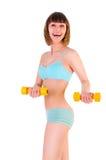Muchacha atlética con pesas de gimnasia fotografía de archivo