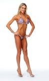Muchacha atlética joven con el cuerpo atractivo en bikini Fotos de archivo libres de regalías
