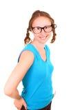 Muchacha atlética joven con lentes divertidas Foto de archivo