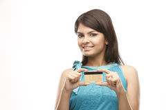 muchacha atractiva con de la tarjeta de crédito Imagen de archivo