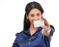 Muchacha atractiva con de la tarjeta de crédito Fotos de archivo