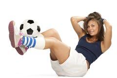 Muchacha atractiva con el balón de fútbol Fotos de archivo