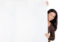 Muchacha atractiva con el cartel en blanco imagen de archivo libre de regalías