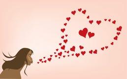 Muchacha atractiva con el corazón del día de tarjeta del día de San Valentín Imagen de archivo libre de regalías