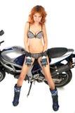 Muchacha atractiva con el equipo de la motocicleta Imágenes de archivo libres de regalías