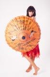 Muchacha atractiva con el paraguas Foto de archivo libre de regalías