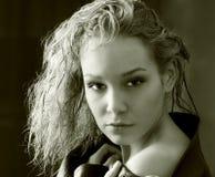 Muchacha atractiva con el pelo largo Imagen de archivo libre de regalías