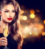 Muchacha atractiva con el vidrio de champán Imágenes de archivo libres de regalías
