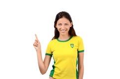 Muchacha atractiva con la bandera brasileña en su camiseta amarilla Fotografía de archivo