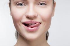 Muchacha atractiva con la lengua Imagen de archivo